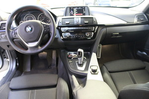 BMW 320D F31 Touring A Xdrive Sportline, vm. 2017, 67 tkm (20 / 23)
