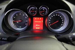 Opel Insignia 5-ov Edition 1,6 Turbo Ecotec 132kW MT6 BL, vm. 2010, 85 tkm (10 / 19)