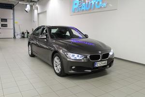 BMW 320 TwinPower Turbo A Limited xDrive Edition F30 Sedan, vm. 2013, 162 tkm (2 / 11)