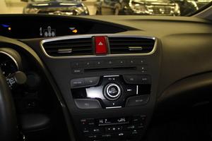 Honda Civic Tourer 1,8i Sport AT, vm. 2014, 153 tkm (12 / 16)