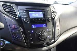 Hyundai i40 Wagon 1,7 CRDi 85kW 6MT ISG Style Business, vm. 2013, 137 tkm (10 / 12)